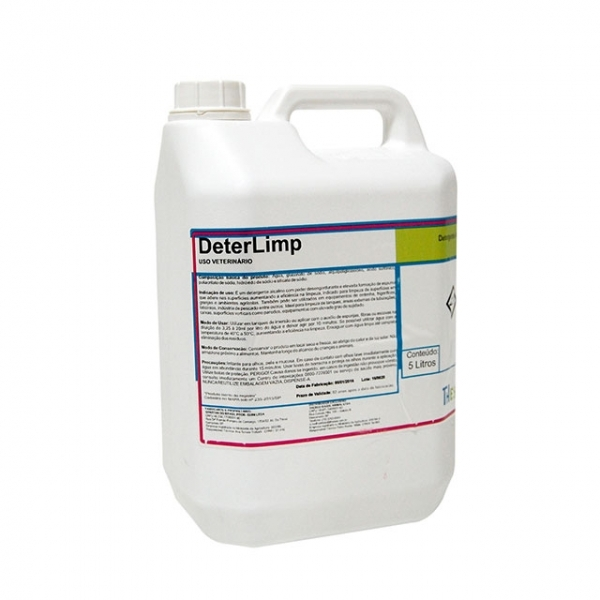 Detergente alcalino com poder desincrustante e formação de espuma que adere nas superfícies aumentando a eficiência na limpeza.